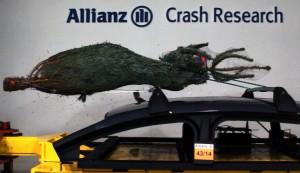 Allianz_Pressefoto_Weihnachtsbaum_im_Crashtest_28_11_2014